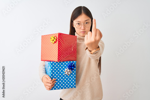 Canvastavla  Young chinese woman holding birthday gifts over isolated white background Showin