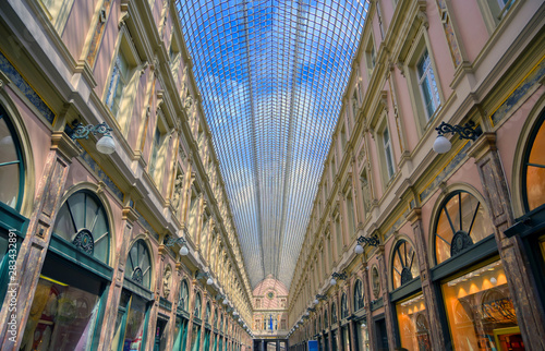 Fotografía  The Saint-Hubert Royal Galleries are an ensemble of glazed shopping arcades in Brussels, Belgium