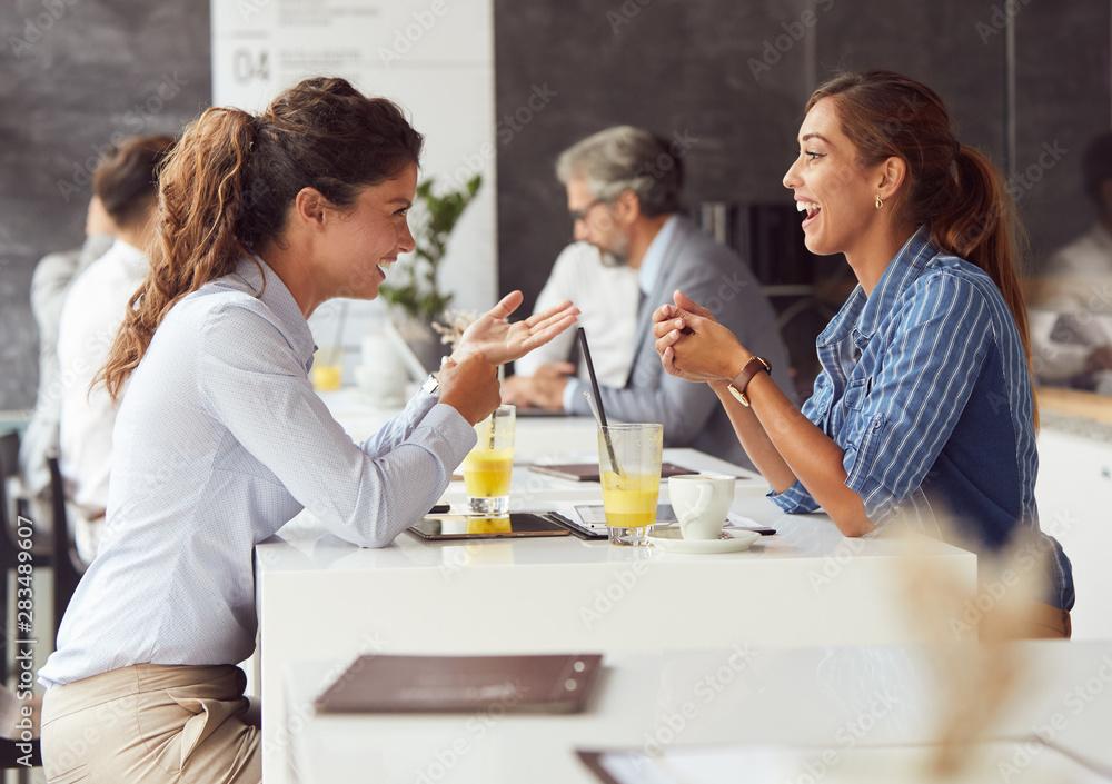 Fototapety, obrazy: friends in restaurant talking coffee fun
