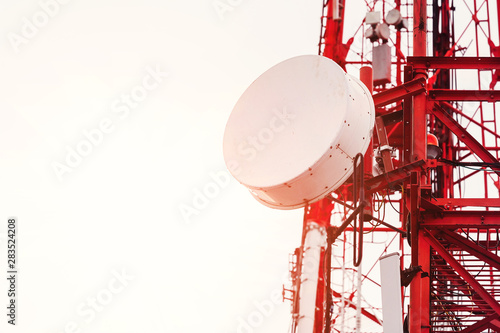 Cuadros en Lienzo  telecommunication tower with antennas. close up