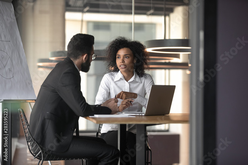 Fotografia  African American businesswoman consulting client in boardroom