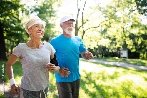 Canvas Print Beautiful sporty mature couple styaing fit with sport