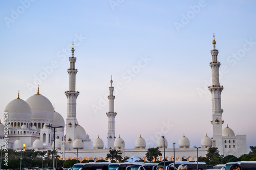Cadres-photo bureau Abou Dabi The grand and magnificent Sheikh Zayed mosque in Abu Dhabi UAE