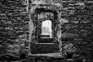 okna z kamienia
