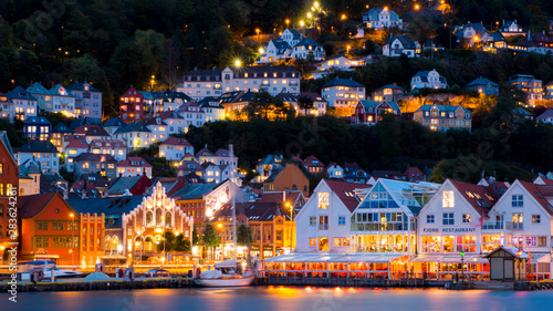 Montage in der Fensternische Nordlicht Night view of old Bergen. Main harbor view with colorful illumination and reflections in sea water