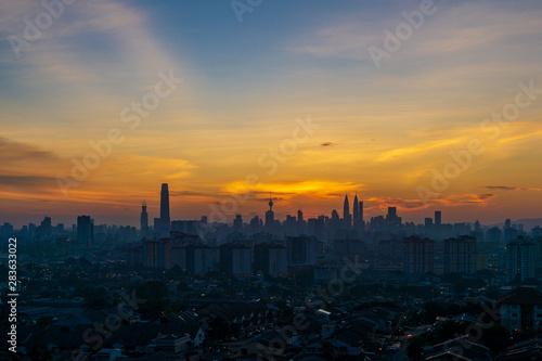 Photo Cloudy and haze sunset view over down town Kuala Lumpur, Malaysia