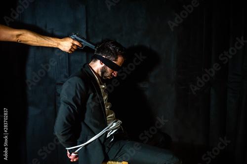 Fotomural Gun to man head.