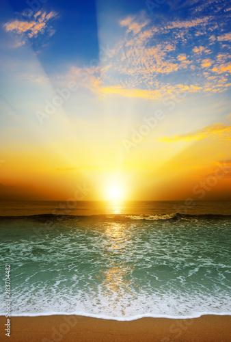 Foto Rollo Basic - Fantastic sunset over ocean (von Serghei Velusceac)