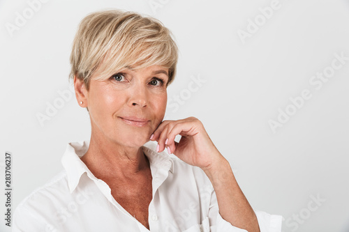 Portrait closeup of optimistic adult woman with short blond hair looking at came Canvas-taulu