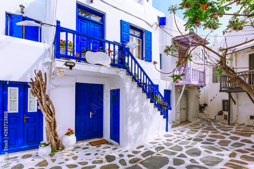 Fotografía Mykonos, Greece famous island street view with white and blue houses in Cyclades