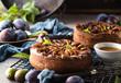 Großaufnahme der köstlichen süßen Frucht torte mit Pflaumen (zwetschgen )