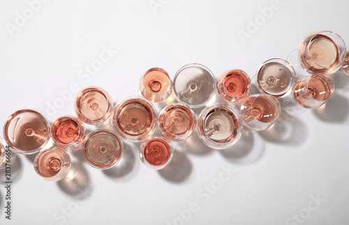 Papiers peints Alcool Different glasses with rose wine on white background, top view