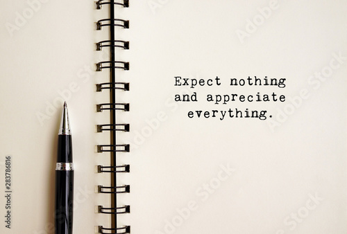 Inspirational life quotes - Expect nothing and appreciate everything Canvas Print