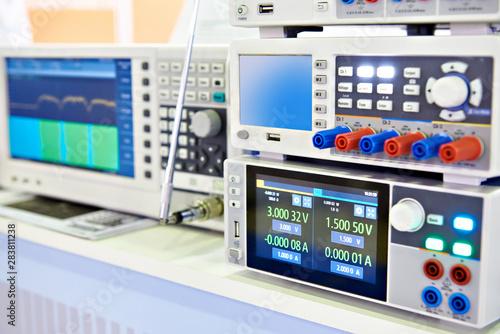 Modern power supply, spectrum analyzer devices Fototapet