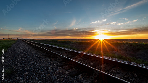 Foto auf AluDibond Schokobraun sunset on the rail road