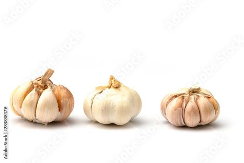 Fotografia  garlic isolated on white background