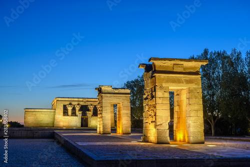 Obraz na plátně  Madrid Spain, city skyline night at Temple of Debod