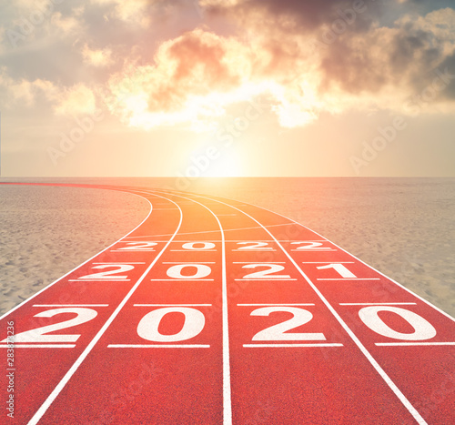 Cuadros en Lienzo  From 2020 into future concept with numbers on running track against sunset deser