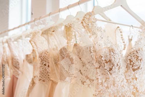 Carta da parati wedding dresses hanging on racks