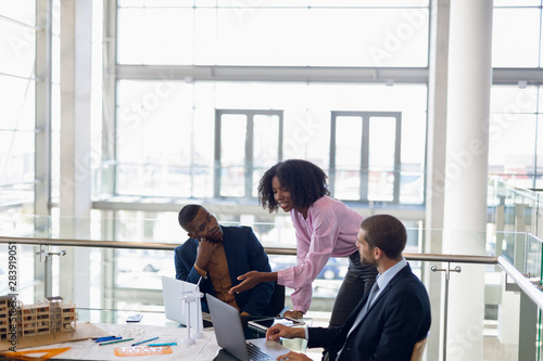 Fotomural  Diverse young business people working together in a modern office