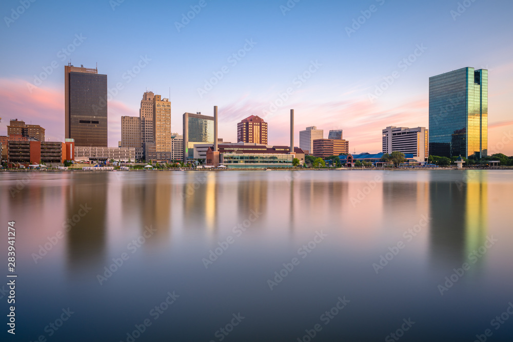 Fototapety, obrazy: Toledo, Ohio, USA Skyline on the River