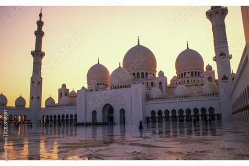 Staande foto Abu Dhabi Calm sunset from sheikh Zayed grand mosque