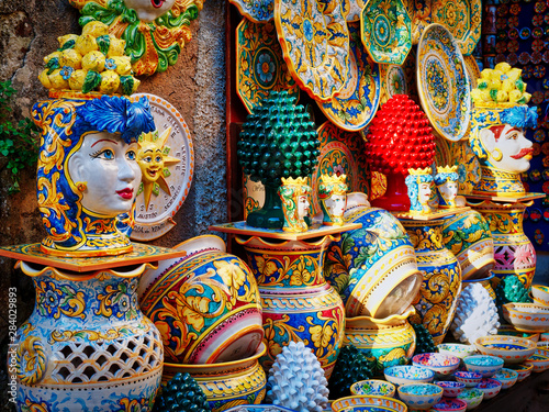 Fényképezés ceramic craft items on sale in Sicily Italy