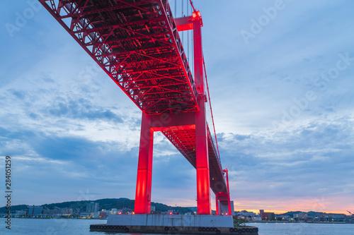 Valokuva  洞海湾と若戸大橋の夕焼け(福岡県)