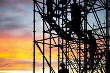 The Workers Are Climbing The Silhouette Of Scaffolding In The High Altitude, Horizontal And Vertical Scaffolding Formed A Myriad Of Grid, Industrial And Modern Urban Construction Background
