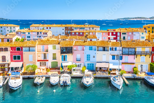 Foto auf Gartenposter Schiff View Of Colorful Houses And Boats In Port Grimaud During Summer Day-Port Grimaud, France