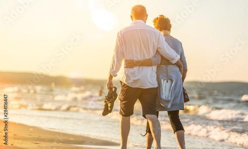 Fototapeta Close-up portrait of an elderly couple hugging on seacoast obraz