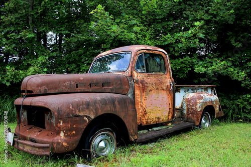 vintage rusted truck Wallpaper Mural