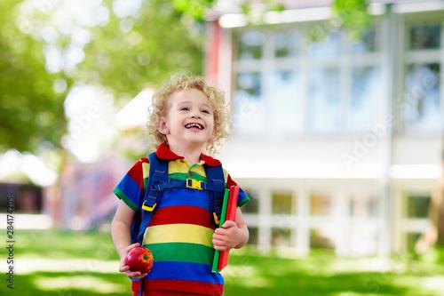 Fotografía  Child going back to school, year start