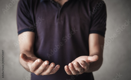 Obraz Man showing empty opened hands. - fototapety do salonu