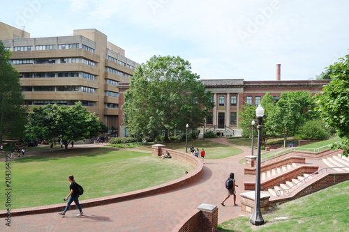Obraz na plátně RALEIGH,NC/USA - 4-25-2019: Students walking on the campus of North Carolina Sta