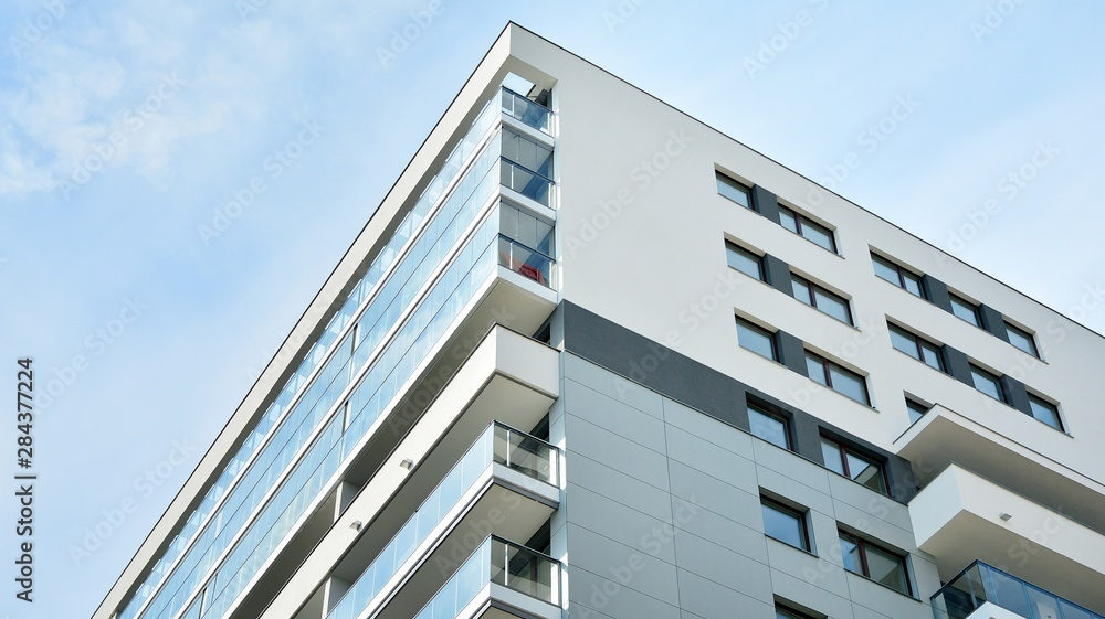 Fototapety, obrazy: Contemporary residential building exterior in the daylight.