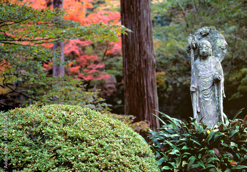 Fotobehang Historisch geb. Japan, Kyoto Pref., Kyoto. A Buddhist statue decorates the garden at Sanzen-in Temple, Kyoto, Honshu, Japan.