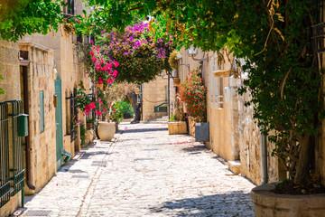 kamienna wąska ulica starego miasta w Jerozolimie