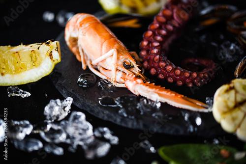 Valokuva  fresh seafood & grilled lemon and garlic