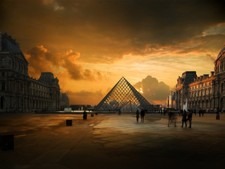 View of famous Louvre Museu...