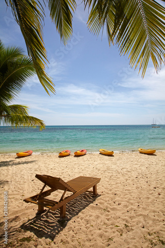 Poster Palmier Beach, palm trees and lounger, Plantation Island Resort, Malolo Lailai Island, Mamanuca Islands, Fiji, South Pacific