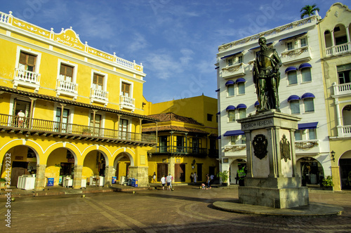 Fotobehang Historisch geb. Pedro de Heredia, founder of Cartagena, still stands watch over the Plaza de los Coches, Old City, Ciudad Vieja, Cartagena, Colombia.