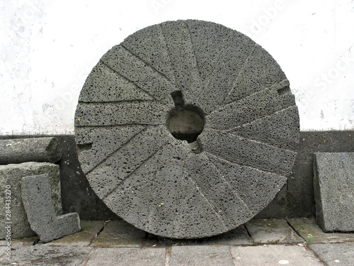 Valokuva Millstone element of a gristmill for grinding wheat or other grains