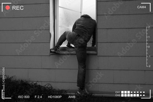 Valokuva Burglar Entering House Through Window