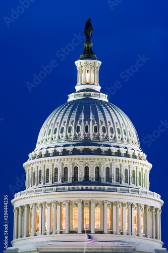 Foto op Plexiglas Historisch geb. USA, Washington, D.C. Close-up of the Capitol Building dome at night.