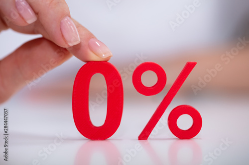 Fotografía Woman Holding Zero Percentage Icon