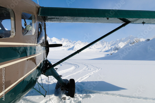 Poster Peche Airplane on glacier in Alaska