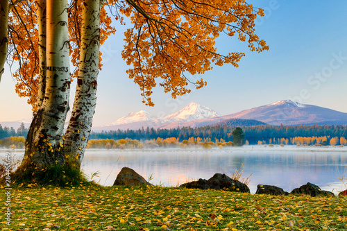 Photo USA, Oregon, Bend, Fall at Black Butte Ranch in Central Oregon