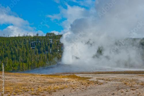 Fotografie, Obraz  USA, Wyoming, Yellowstone National Park. Old Faithful erupting