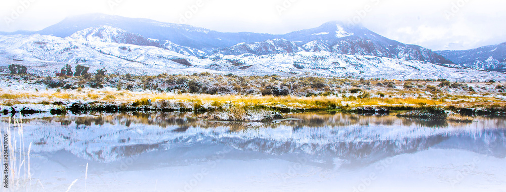 Fototapety, obrazy: Wapiti Valley, Wyoming. Reflection of mountains in a pond.